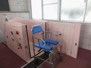 特殊浴槽:障害をお持ちの方でも安心して入浴できるように開発したオリジナル浴槽です。
